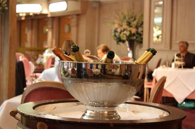 Five oclock tea chez Harrods #London