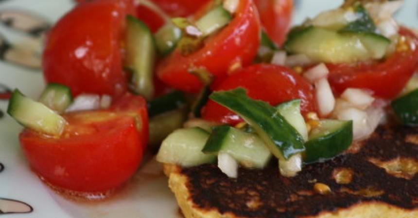 Blinis au maïs, salsa de tomates