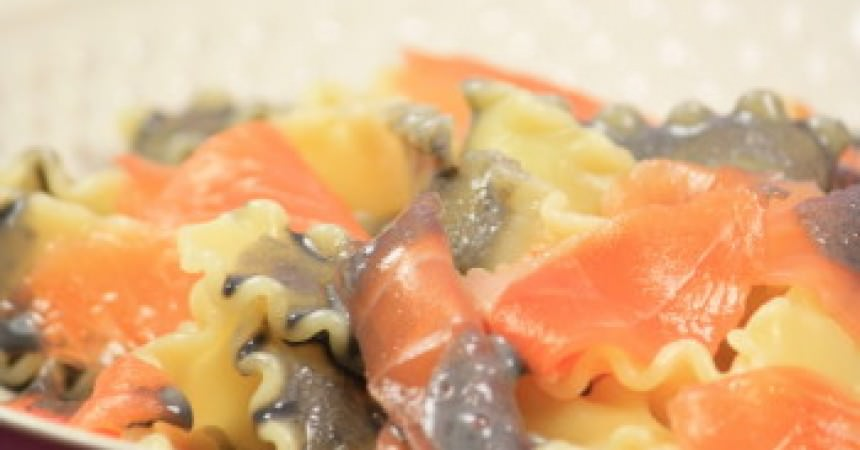 Mafaldines au saumon et sauce à l'encre
