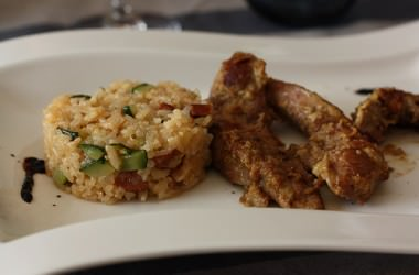 Aiguillettes sauce satay & riz aux courgettes