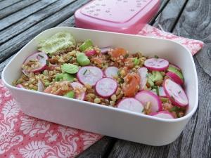 Salade de céréales, fèves & saumon