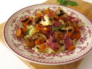 Tagliatelles aux champignons d'automne, pancetta & courge butternut