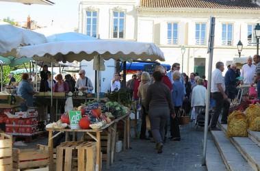 Le marché de Saint-Jean d'Angely, en Charente Maritime
