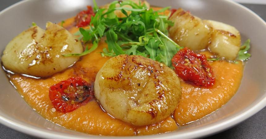 Noix de St Jacques au Galanga & purée de carottes au fenouil