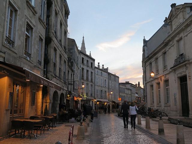 Rue St Jean du Perot et ses nombreux restos de qualité