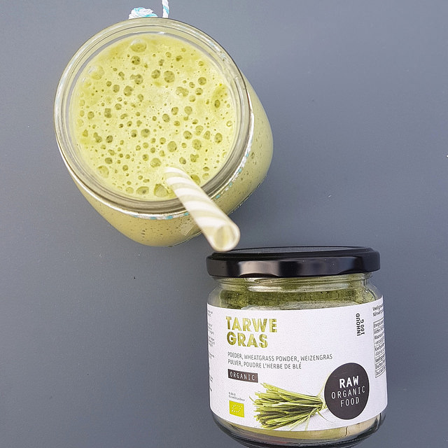Green Smoothie, p�che & poudre d'herbe de bl�