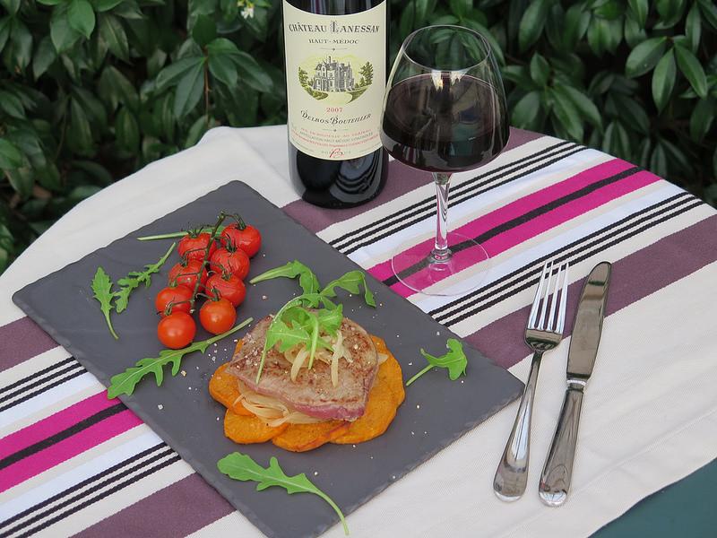 Tournedos de boeuf, fondue d'oignons doux & patate douce rôtie