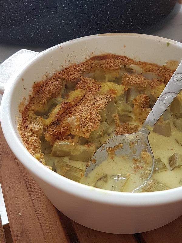 Gratin de blettes à la sauce béchamel épicée