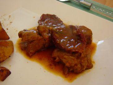 Agneau (déguisé en porc) aux tomates séchées