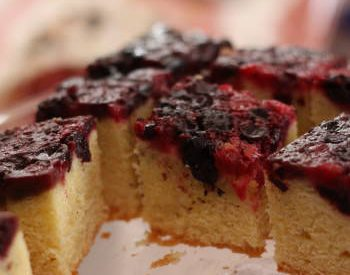 Gâteau aux fruits rouges caramélisés