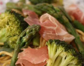 Wok de nouilles sautées aux légumes verts