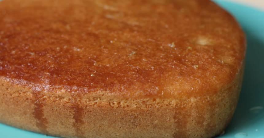 Gâteau au citron jaune & amandes, imbibé de sirop au citron