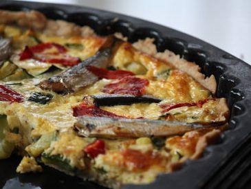 Tarte aux courgettes, piquillos & mini sardines