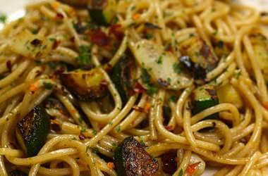 Spaghettis ail, piment & courgette