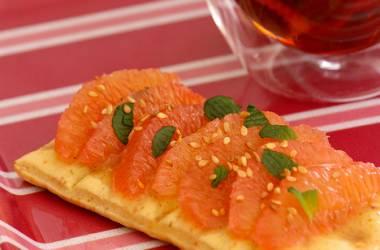 Tartine miel & pamplemousse pour un petit déjeuner vitaminé