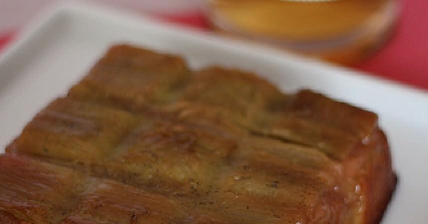 Gâteau moelleux à la rhubarbe & vanille