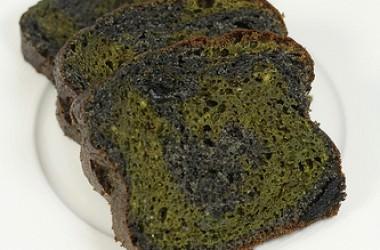Cake marbré au matcha et sésame noir