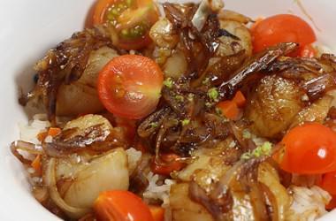 St Jacques caramélisées & riz blanc aux carottes