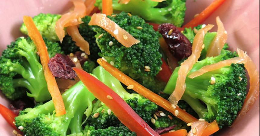 Salade de brocolis au saumon ma p 39 tite cuisine - Cuisiner brocolis surgeles ...