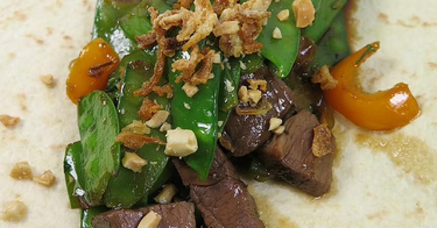 Impro vide frigo : wok de canard aux pois gourmands dans un wraps !