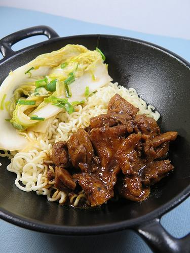 Bulgogi de poulet sauce Gochulang et son kimchi de chou