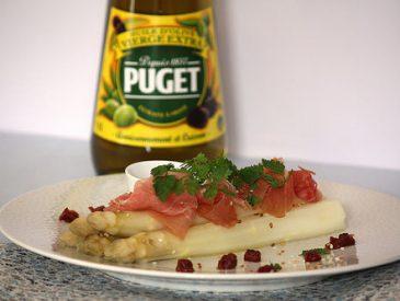 Asperges blanches du Blayais, vinaigrette à l'huile d'olive vierge extra aux tomates séchées et jambon de Bayonne