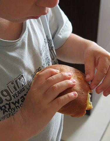Buns à hamburgers, moelleux et briochés pour le repas des voisins !