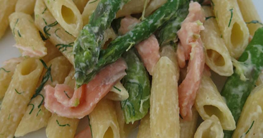 Pennes au saumon & asperges vertes