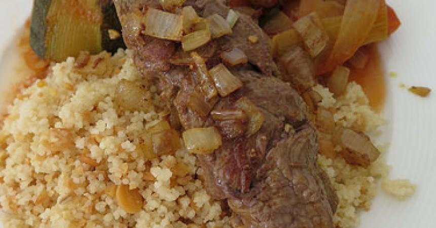 Couscous aux légumes, brochette de boeuf au cumin