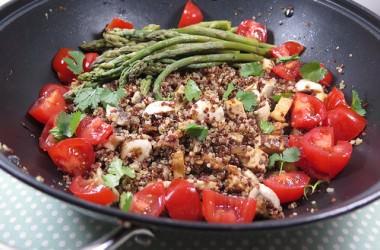 Poêlée de quinoa, tofu & champignons aux asperges