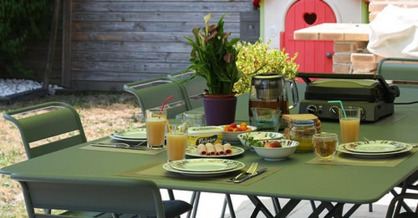 Vive l\'été, le soleil, la terrasse et notre nouveau salon de jardin ...