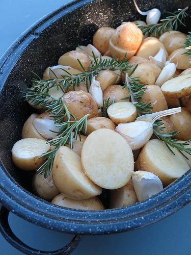 Pommes de terre nouvelles l 39 ail et au romarin audrey cuisine - Cuisiner des pommes de terre nouvelles ...