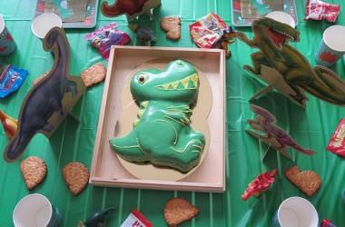 Une fête d'anniversaire et un gâteau Dinosaure pour les 4 ans de mon p'tit bonhomme