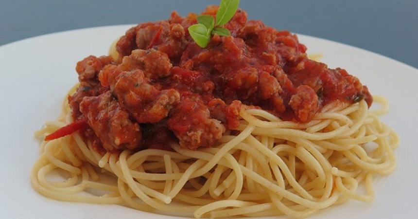 Spaghetti sauce tomate, saucisse & basilic