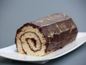 Gâteau roulé pâte à tartiner chocolat, glaçage chocolat
