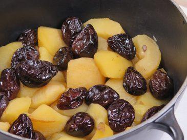 Pommes aux pruneaux en cocotte