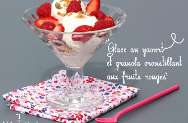 Glace au yaourt & granola croustillant aux fruits rouges