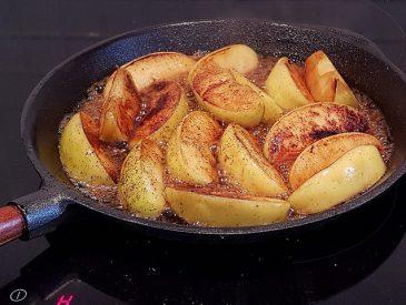 Test de la poêle en fonte, et pommes caramélisées