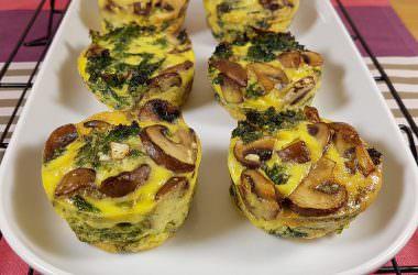 Les petites omelettes au four, au chou Kale & champignons de Paris