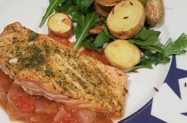Pavés de saumon, compotée de tomates & persillade