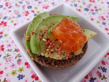 Pain sans gluten pour tartines gourmandes avocat & œufs de saumon