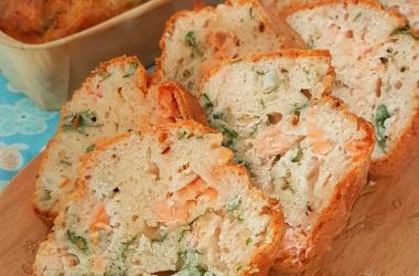Cake au saumon fumé, gingembre & coriandre