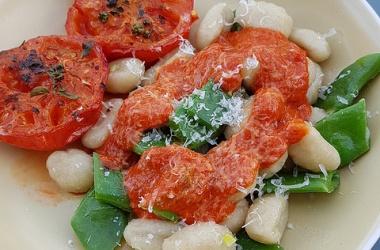 Le lundi c'est veggie : Gnocchis, coulis de poivrons & haricots plats