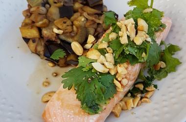Pavé de saumon à la coriandre & poêlée d'aubergines