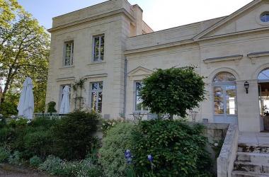 Château le Pape : Chambre d'hôtes dans le vignoble de Pessac-Léognan