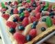 Tarte aux pèches & fruits rouges, crème diplomate au basilic