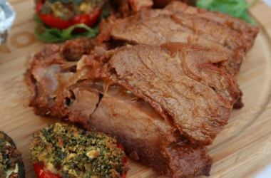 Poitrine de boeuf, légumes au four & sauce Ranch