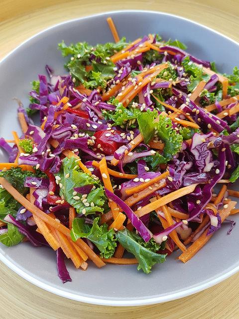 Salade de kale chou rouge carottes ma p 39 tite cuisine - Ma p tite cuisine ...