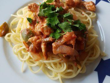 Spaghettis sauce poulet & crème à la tomate