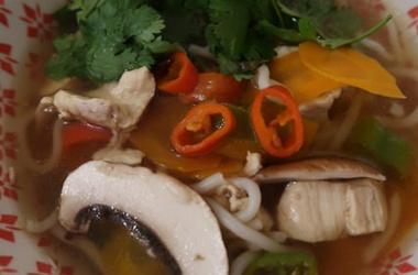 Soupe de nouilles ramen aux légumes
